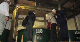 秋田県の北鷹ファームの方々がそば焼酎の仕込みを見学に来てくれました