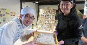 京都の若者四名え紅葉庵にそば打ちに来てくれました。