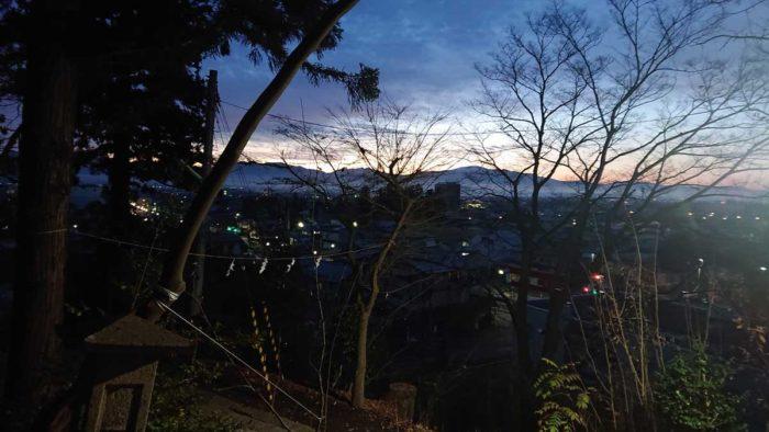 朝の奥羽山系