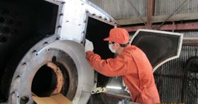 当社の熱源、炉筒煙管ボイラの整備点検を行いました